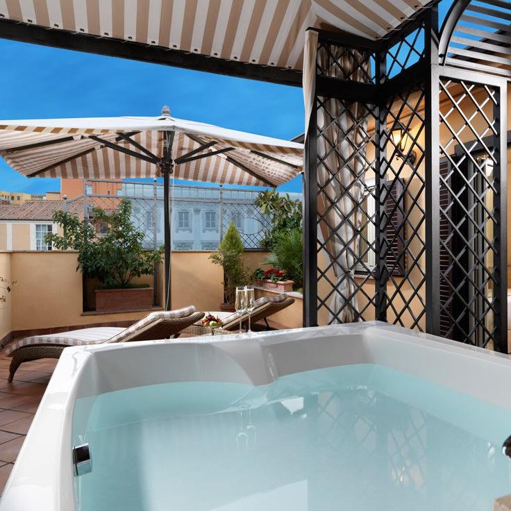 Junior Suite w/ terrace and jacuzzi