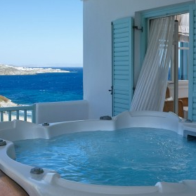 Honeymoon suite with outdoor jacuzzi